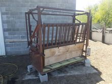 Squeeze Chute With Head Catch