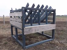 Horse Bale Feeder/Loose Hay Fee