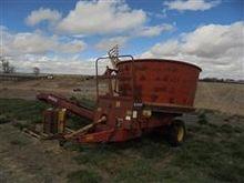 Farmhand 890B Tub Grinder