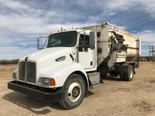 2005 Kenworth T 300 Feed Truck