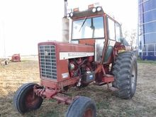 International 826 2WD Tractor