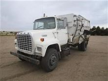 1988 Ford L8000 Feed Truck