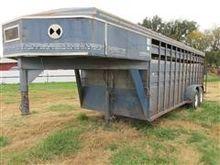 1991 Titan T/A Livestock Traile