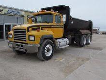 1993 Mack RD690S T/A Dump Truck