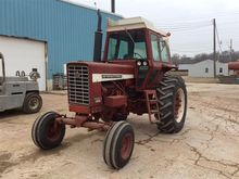 1970 International Farmall 826