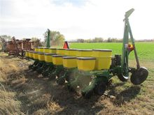 John Deere 1700 3 Point 8 Row P