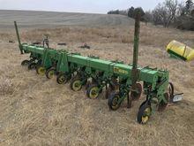 John Deere 885 Cultivator/Hille