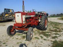 1967 Farmall 706 2WD Tractor