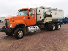 2006 International 5500 Feed/Mi