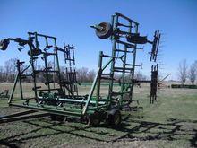 John Deere 1060 Field Cultivato