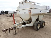 1985 Willmar Pull Type Fertiliz