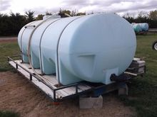 1600 Gal. Poly Tank and Flat Be