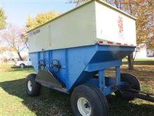 DMI D440 Gravity Unload Wagon