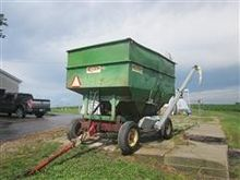 Dakon Gravity Wagon W/Hydraulic