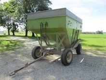 Parker 2600 Grain Cart