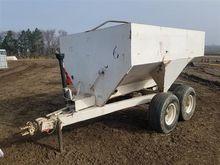Dempster Dry Fertilizer Spreade