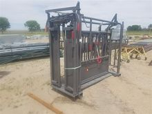 Behlen Mfg Squeeze Chute With S