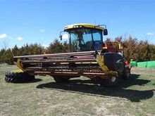 2007 New Holland HW325 Windrowe