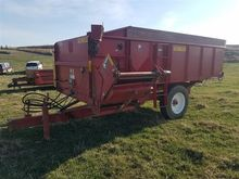 Schular HF355 Hay Feeder Wagon