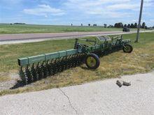 John Deere 400 12 Row Hydraulic