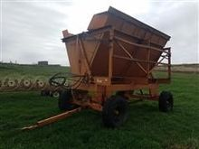 Richardton 1400 Side Dump Wagon