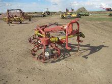 Hesston 3700 Hay Rake/Tedder