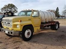 1986 Ford F700 Sewer Treatment