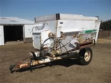 Henke B2160 Feeder Wagon