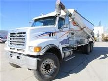 2006 Sterling LT8500 T/A Feed M