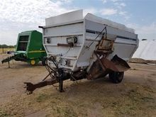 Knight Botec 4052 Feeder Wagon