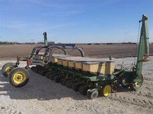 John Deere 7100 Bean Planter