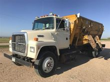1991 Ford LN 8000 Feed Truck