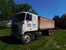 1982 GMC Astro T/A Grain Truck