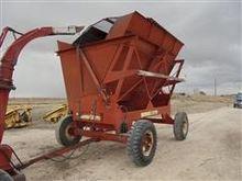 Gehl 9000 Dump Wagon
