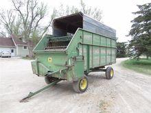 John Deere T1250 Forage Wagon