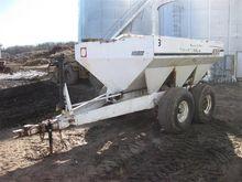 Willmar 600 Dry Fertilizer Spre