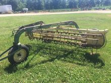 John Deere 660 Side Delivery Ra