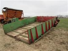 Balzer 1016LH Silage Dump Table