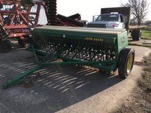 John Deere 8300 Grain Drill Wit