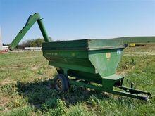 John Deere 68 Auger Wagon