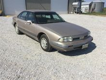 1993 Oldsmobile 88 Royale Car