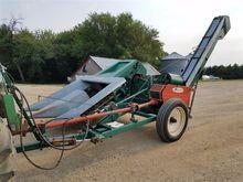 New Idea 324 P453 Corn Picker
