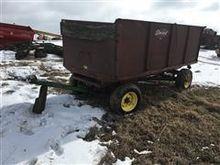 Stan Hoist Grain Wagon