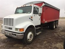 2000 International 8100 T/A Gra