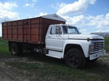 1975 Ford F700 S/A Grain Truck