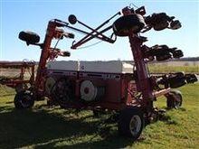 International 800 Corn Planter