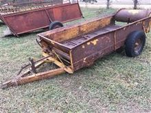 pull type 2 Wheeled Manure Spre