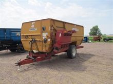 Knight 3700 Feeder Wagon
