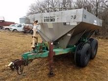 Pull-Type Dry Spreader
