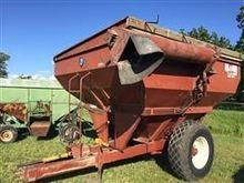 1978 M & W 4800 Grain Cart